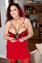 First look: breasty wife Amanda Ryder