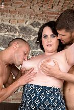 Sarah Jane Acquires Cheerful With 2 Studs