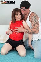 The new British HORNY HOUSEWIFE shags the delivery boy