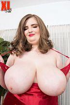 XL Angel Sylvia Bateman: Sexy, Juvenile & Thick